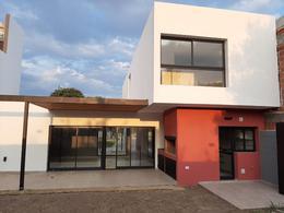 Foto Casa en Venta en  Cordoba Capital ,  Cordoba  La Calandria - Casa a estrenar! 3 Dorm!