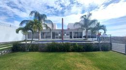 Foto Casa en Venta en  Club de Golf Santa Fe,  Xochitepec  Venta Casa Club de Golf Santa Fe Morelos