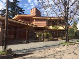 Foto Casa en Venta en  Monte Grande,  Esteban Echeverria  Hermoso Chalet en Monte Grande