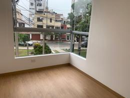 Foto Departamento en Alquiler en  Surquillo,  Lima  Calle Caobas
