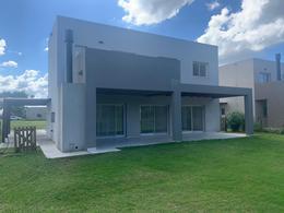 Foto Casa en Venta en  Acacias,  Puertos del Lago  Casa Moderna, Barrio Acacias, Puertos del Lago