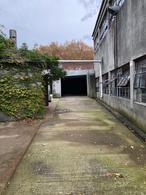 Foto Casa en Venta en  Bella Vista ,  Montevideo  OPORTUNIDAD, DEPOSITO CON GRAN TERRENO ! SE VENDE CON RENTA $ 48000 CON INSTALACIONES