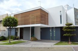 Foto Casa en Venta en  Fraccionamiento Los Almendros,  Zapopan  Av Rio Blanco 1676 101