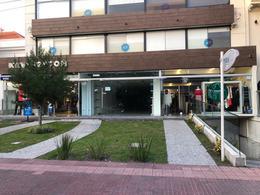 Foto Local en Venta en  Carrasco ,  Montevideo  Carrasco