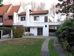 Foto Casa en Venta en  V.Ade.-P.Cisneros,  Villa Adelina  Manuelita Rosas al 1600