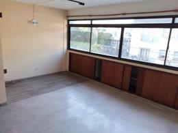 Foto Oficina en Alquiler en  Adrogue,  Almirante Brown  Plaza Espora 1410