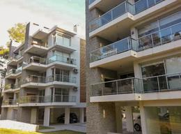 Foto Apartamento en Alquiler en  Parque Miramar ,  Canelones  Sobre Avda. a la playa, frente al Parque Roosevelt