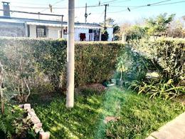 Foto Apartamento en Venta en  Colonia del Sacramento ,  Colonia  Vivienda de 2 dormitorios, con garaje y fondo ubicada en la zona del Real de San Carlos