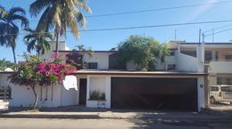 Foto Casa en Venta en  Miguel Alemán,  Culiacán  Casa con cochera para 4 carros y 5 rec a unos m del Leyva Solano
