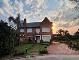 Foto Casa en Venta en  Rosario ,  Santa Fe  Country Carlos Pellegrini