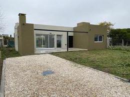 Foto Casa en Venta en  Manuel B Gonnet,  La Plata  484 e/ 7 y 8