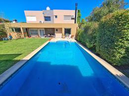Foto Casa en Venta en  Caisamar,  Mar Del Plata  Ricardo Palma al 1400