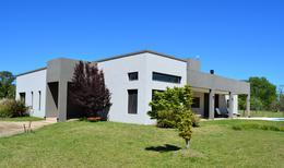 Foto Casa en Venta en  El Chamical,  Countries/B.Cerrado (Lujan)  El Chamical