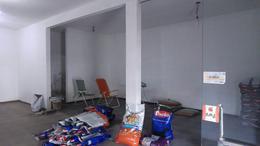 Foto Local en Alquiler en  Temperley Este,  Temperley  Eva Perón 584 bis