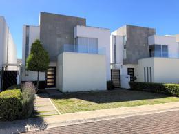 Foto Casa en condominio en Venta en  San Miguel Totocuitlapilco,  Metepec  CASA en VENTA dentro de PRIVADA con AMPLIACIÓN (SPA, JACUZZI y REGADERA) en FORESTA METEPEC a 45min de la CDMX