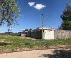 Foto Terreno en Venta en  Piedras Blancas ,  Montevideo  Terreno de 625 m2  en venta  en Piedras Blancas con casa de 2 dormitorios, para renta inmediata
