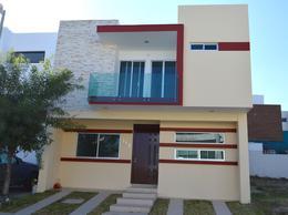 Foto Casa en Venta en  Fraccionamiento Valle Imperial,  Zapopan  Coto Bizantino 3A-112