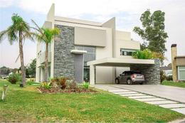 Foto Casa en Venta en  Saint Thomas,  Countries/B.Cerrado (E. Echeverría)  Moderna propiedad en Saint Thomas