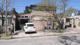 Foto Casa en Venta en  Ranelagh,  Berazategui  Av. Milazo 635 e/121 y 122