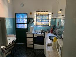 Foto Casa en Venta en  Lomas de Zamora Oeste,  Lomas De Zamora  SAENZ 890