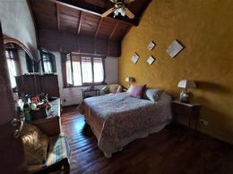 Foto Casa en Venta en  San Isidro ,  G.B.A. Zona Norte  Importante casa de 11 ambientes jardín y pileta | Barrio Las Carreras | San Isidro