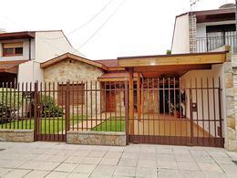 Foto Casa en Venta en  Villa Adelina,  San Isidro          El Indio al 1700