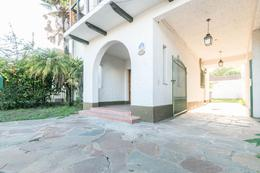 Foto Casa en Venta en  Adrogue,  Almirante Brown  Avenida Espora al 400