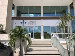 Foto Oficina en Renta en  Supermanzana 310,  Cancún  Consultorios Médicos en renta en Cancún, sobre Av Huayacán, con servicios incluídos