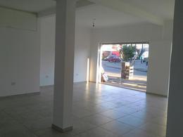 Foto Local en Alquiler en  Los Hornos,  La Plata  136 y 66