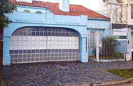 Foto Casa en Venta en  La Lucila,  Vicente Lopez  Salta al 4000