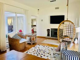 Foto Casa en Venta | Alquiler en  Carrasco ,  Montevideo  ALQUILER  Casa de 2 dormitorios con jardín y barbacoa, garaje para 2 autos