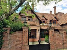 Foto Casa en Venta en  Acas.-Libert./Solis,  Acassuso  Jose C. Paz al 800
