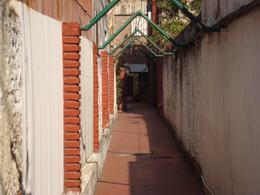 Foto Departamento en Venta en  Macrocentro,  Rosario  Casa/Departamento de pasillo de 2 dormitorios  - Urquiza 4145 (alquilado)