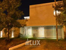 Casa 3 dormitorios, piscina, quincho - Aldea Fisherton