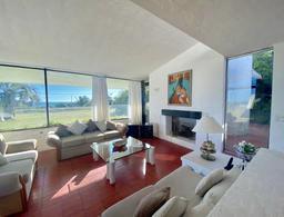 Foto Casa en Venta en  Playa Mansa,  Punta del Este  OPORTUNIDAD! + de 1300m2 de terreno. Excelente calidad de construcción. Ubicación estratégica, vistas al mar