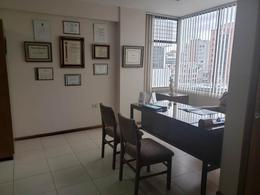Foto Oficina en Venta en  Centro Norte,  Quito  Vendo oportunidad, consultorio médico u oficina sector La Carolina
