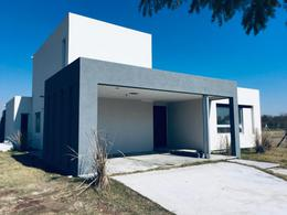 Foto Casa en Venta en  Vistas,  Puertos del Lago  Casa en Puertos  Escobar - Barrio Vistas