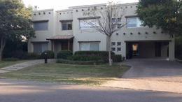Foto Casa en Venta en  Funes ,  Santa Fe  Kentucky al 100