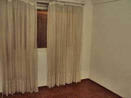 Foto Departamento en Alquiler en  Pocitos ,  Montevideo  SOBRE AVENIDA PRIMER PISO CON PATIO.