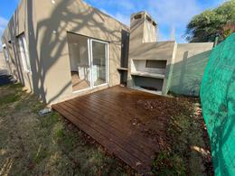 Foto Casa en Venta en  Lagomar ,  Canelones  Lagomar Sur, dos dormitorios y garaje, CON RENTA