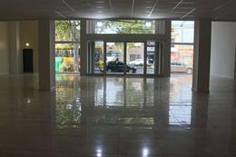 Foto Local en Alquiler en  Rosario,  Rosario  San Martín 4420