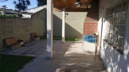 Foto Casa en Venta en  Adrogue,  Almirante Brown  INT.  GONZALEZ  (EX CANALE)  Nº 48, entre H. Yrigoyen y De Kay