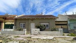 Foto Casa en Venta en  Trelew ,  Chubut  Uruguay al 200