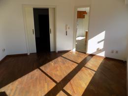 Foto Departamento en Alquiler en  Pocitos ,  Montevideo            Martí y Rambla próximo.