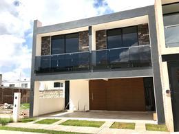 Foto Casa en Venta en  Santa Lucia,  León  Casa NUEVA en venta, cerca de área verde!! Tabachines