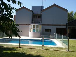 Foto Casa en Venta en  El Ombu,  Countries/B.Cerrado (Ezeiza)  Country El Ombú, Tristán Suárez - 6 ambientes con pileta!