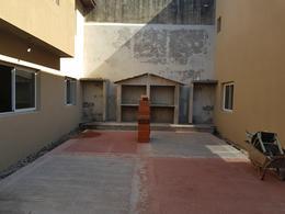 Foto Casa en Venta en  Lomas de Zamora Oeste,  Lomas De Zamora  Castelli 658
