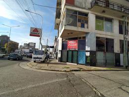 Foto Local en Venta en  Piñeyro,  Avellaneda  Av. Hipolito Yrigoyen al 800