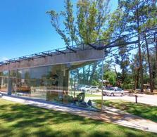 Foto Local en Venta | Alquiler en  Solanas,  Punta Ballena  Espectacular Local esquinero en Strip Center Mira en Ruta Interbalnearia y Ruta 12