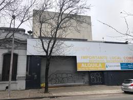 Foto Local en Venta | Alquiler en  Tres Cruces ,  Montevideo  Ferrer Serra